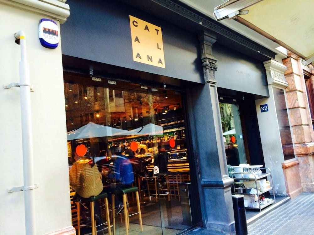 Best authentic tapas bars in Barcelona - cerveceria catalana-min